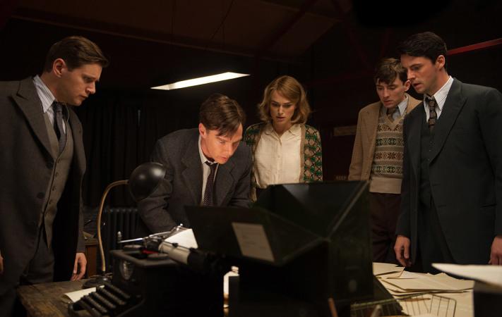 Keira Knightley sieht neben Benedict Cumberbatch eher blass aus (Copyright: The Weinstein Company)