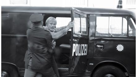 Aus der Traum von Berlin: Martin wird abgeführt (Quelle: Offizielle Website)