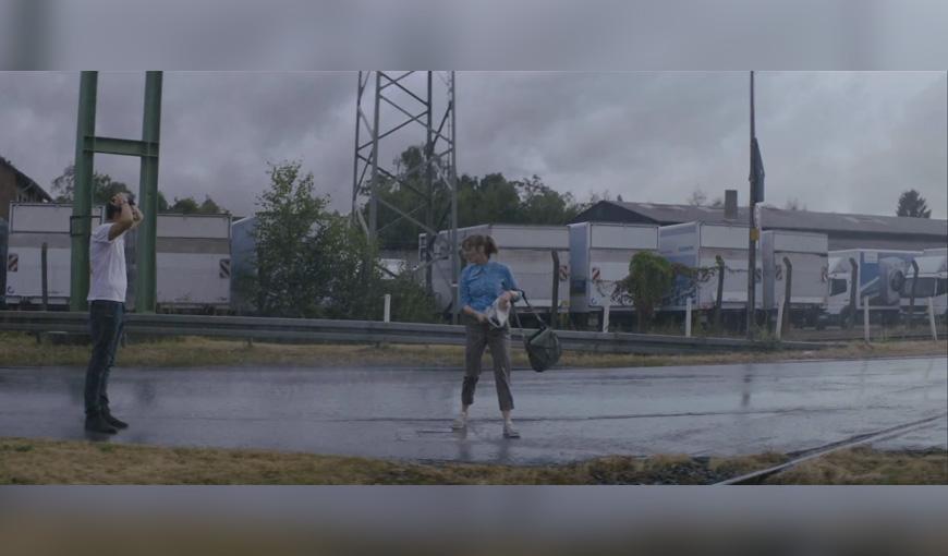 Christoph Hochhäusler lässt nicht nur seine Hauptdarsteller im Regen stehen (Copyright: Warner Bros.)